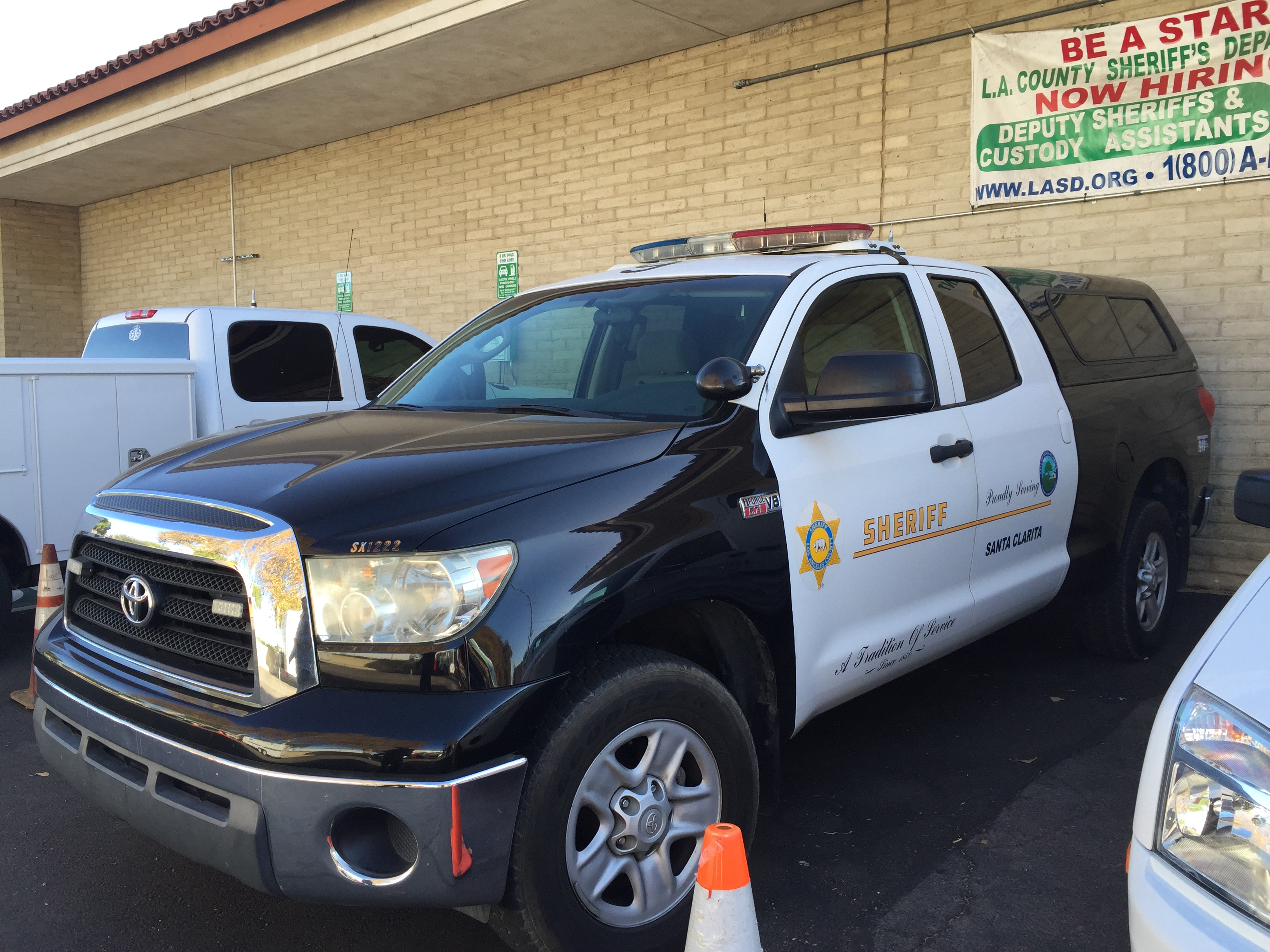 SCV Deputies in Santa Clarita. Photo SCV Bail Bonds
